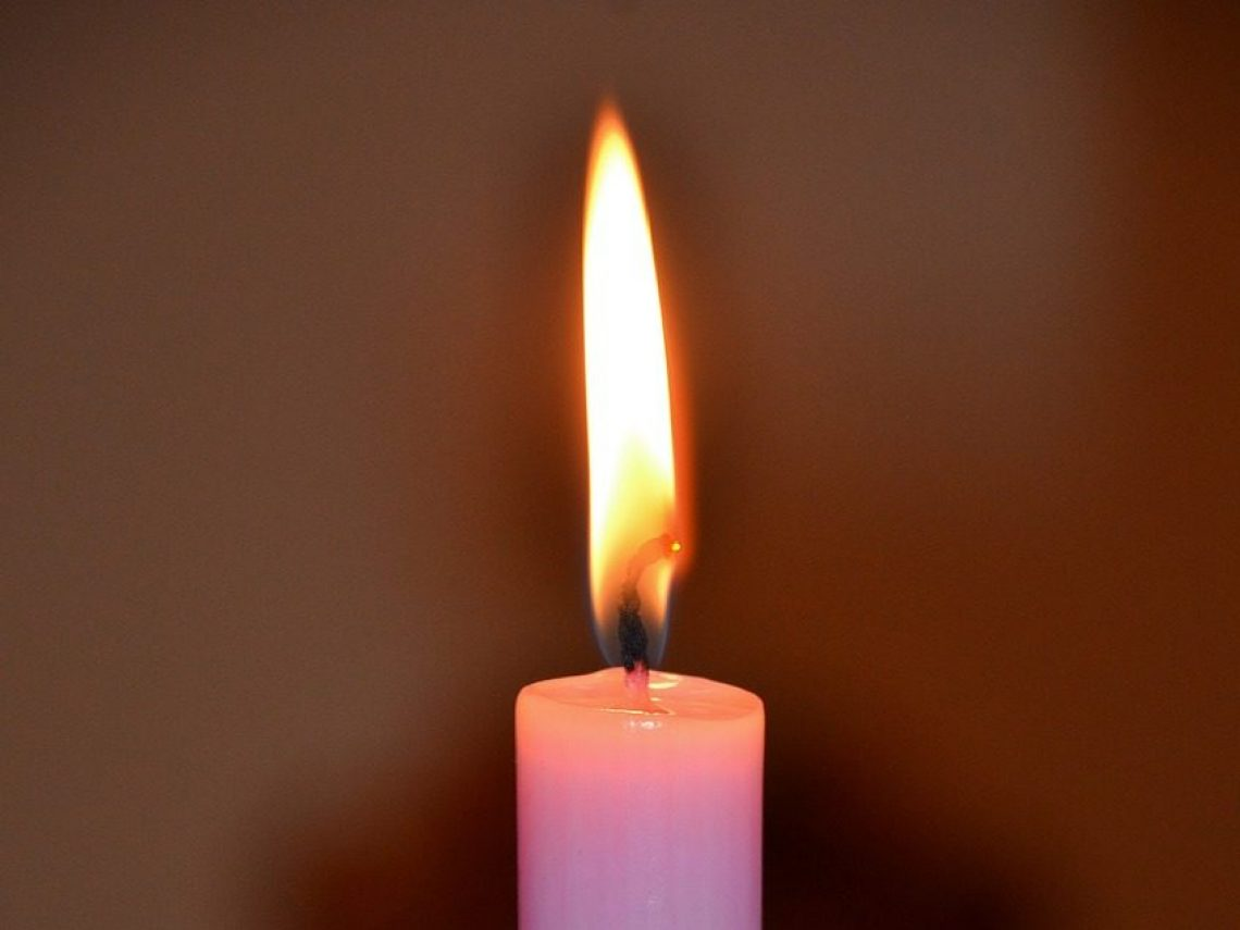 candles-362428_1280