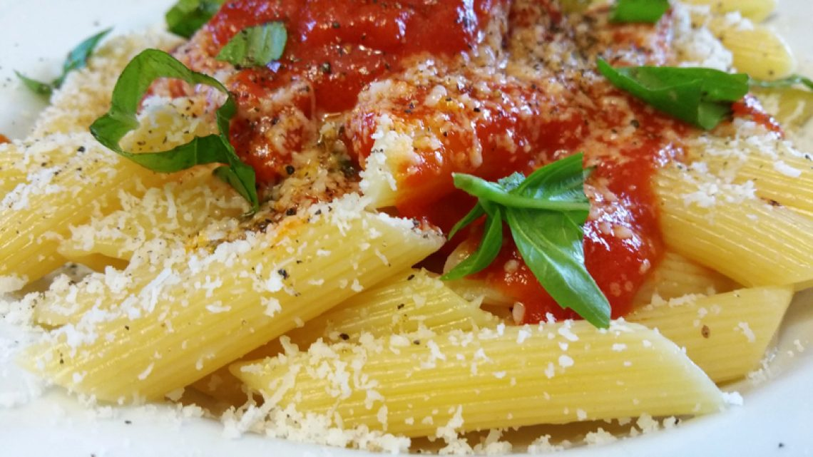 pasta-with-tomato-sauce-and-cheese_800